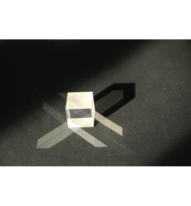 Non Polarizing Beamsplitter Cube